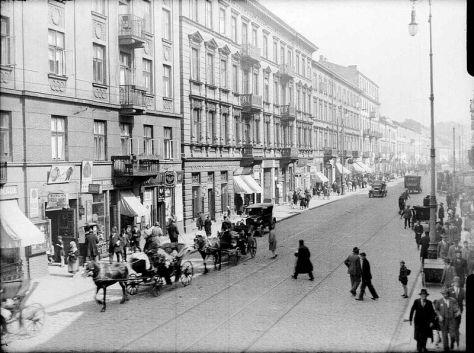 Ulica_Nalewki_od_strony_placu_Muranowskiego-1.jpg