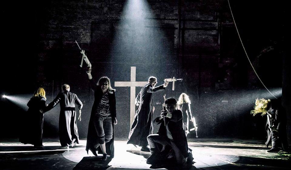 z21396872V,Spektakl--Klatwa---rez--Oliver-Frljic--Teatr-Powsz.jpg