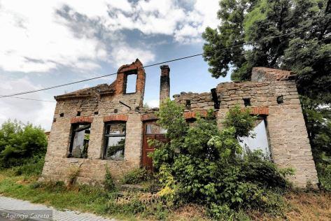 z18291211V,Dwikozy--czerwiec-2015-roku---Ruiny-domu-w-ktorym-.jpg